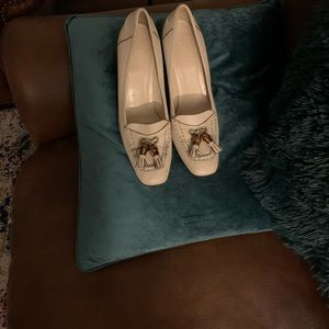 Gucci heeled loafers in white